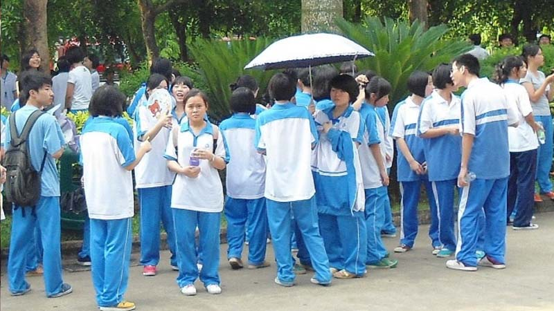 Chinese students have a few sets of uniform