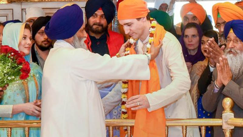 PM welcomed at the golden temple