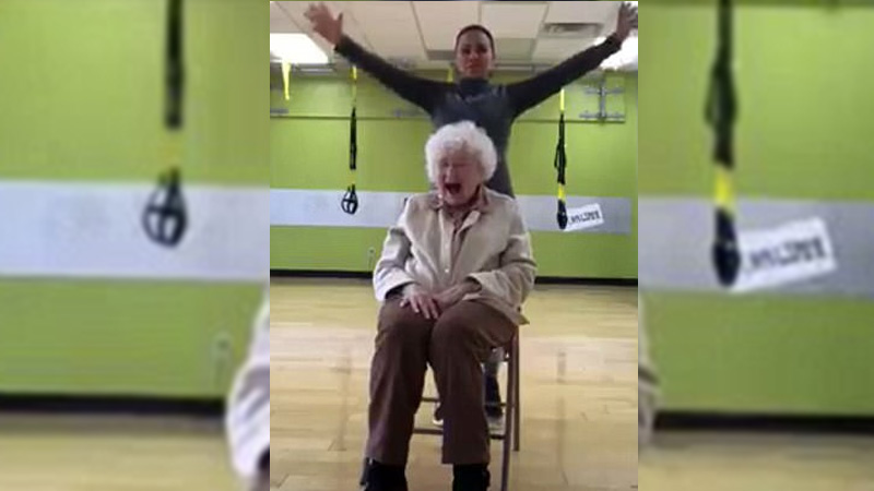 93 year old doing workout iwill amke you go aww